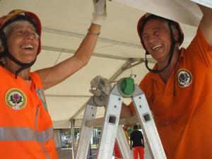volontari al lavoro